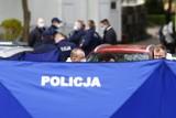 Śmiertelny atak nożem w Warszawie. Policjanci postrzelili napastnika