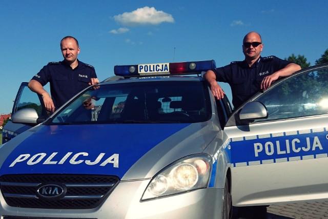 Dzielnicowi biorący udział w pierwszej interwencji są doświadczonymi policjantami. St. asp. Tomasz Gleszczyński służbę w policji rozpoczął w 2003 roku, a asp. Dariusz Sęczkowski w 2002 roku. Od paru lat pracują jako dzielnicowi w Komendzie Powiatowej Policji w Świebodzinie. Obaj podkreślają, że mają duże doświadczenie wynikające z lat pracy ale nadal każdy dzień potrafi przynieść nowe wyzwania.