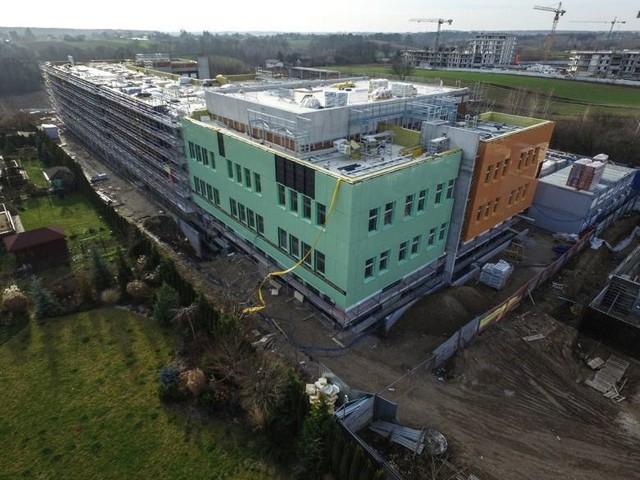 W ponad 725 metalowych szafek na rzeczy uczniów zostanie wyposażona szkoła przy ul. Berylowej