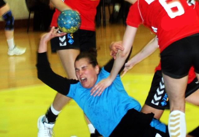 Kamila Szczecina doznała podczas meczy bardzo groźnie wyglądającej kontuzji. Może został wyłączona z gry na wiele tygodni, jeżeli potwierdzi się wstępna diagnoza