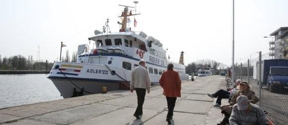 Bilety na statki białej floty trochę w tym roku zdrożeją. Na przykład normalny dla osoby dorosłej z Międzyzdrojów do Ahlbeck będzie kosztował 9,50 euro. Ze Świnoujścia 8,50.