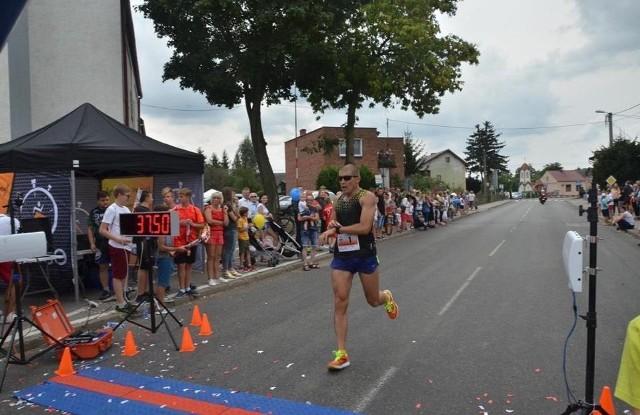 Roman Kuster dba o formę fizyczną startując w biegach na różnych dystansach