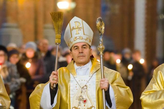 Biskup Henryk Ciereszko, administrator Archidiecezji Białostockiej, cofnął dyspensę udzieloną na czas pandemii od obowiązku uczestnictwa w niedzielnej i świątecznej Eucharystii