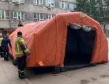 Koronawirus Pabianice. Namiot przy szpitalu. Będą tu badane osoby z podejrzeniem koronawirusa