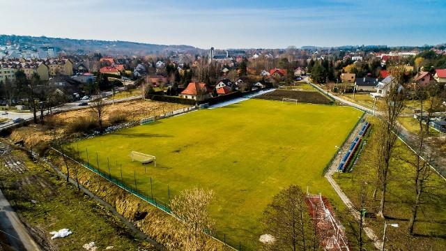 Stadion Towarzystwa Sportowego Wieliczanka dostanie kompleksowe oświetlenie. Wartość jego montażu wyliczono na 120 tys. zł
