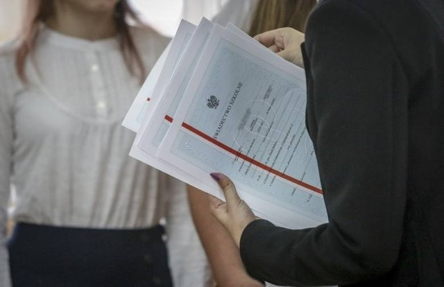 Zamieszanie wokół zakończenia roku dla maturzystów II LO w Gorzowie.