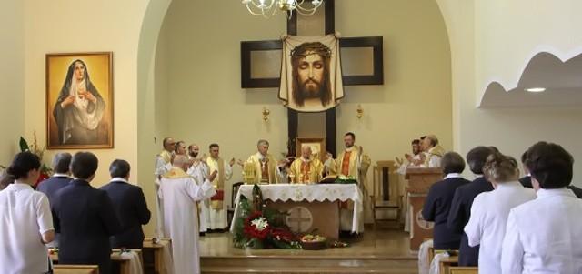 Msza w zgromadzeniu sióstr Zgromadzenia Sióstr Wynagrodzicielek Najświętszego Oblicza