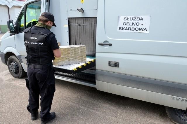 Białystok. Kontrola w firmie kurierskiej. KAS odkryła przemyt nielegalnych papierosów