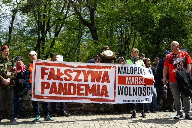 Lewica domaga się jasnej deklaracji Jarosława Kaczyńskiego ws. antyszczepiokowców