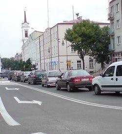 Tak wygląda teraz ulica Jana Kazimierza w godzinach szczytu: korek, ale tylko na jednym pasie ruchu. Na pozostałych - luz.