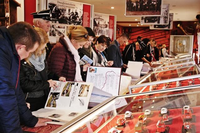 Na wystawę goście przywieźli 46 kronik OSP ze wszystkich powiatów województwa.