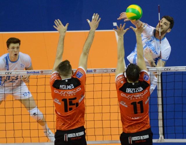 Asseco Resovia uległa Zenitowi Kazań w finale siatkarskiej Liig Mistrzów. Zespół z Rosji prezentował lepszą grę.