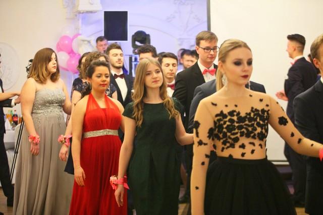 Studniówki 2018. Studniówka Katolickiego Liceum Ogólnokształcącego w Łodzi odbyła się w Białym Pałacu