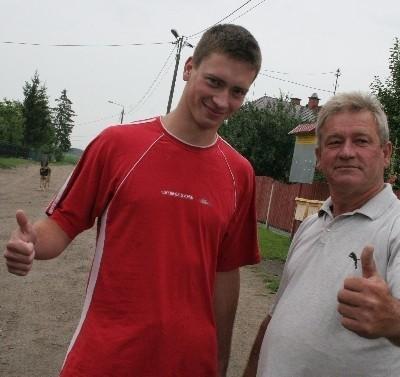 Piotr i Edward Zaremba są przekonani, że podczas Igrzysk Olimpijskich w Pekinie wszyscy mieszkańcy Jakaci Młodej będą wspólnie dopingowali naszą zdolną lekkoatletkę
