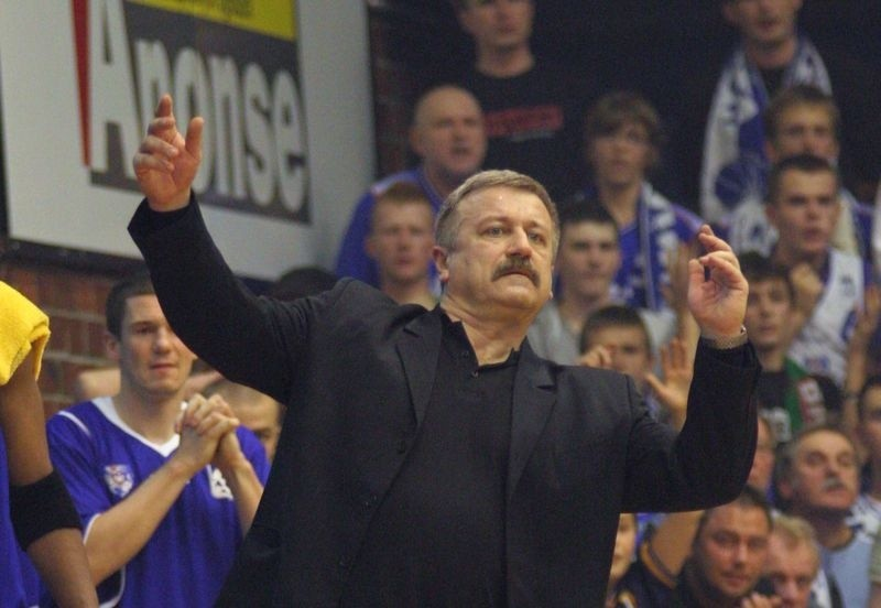 Dariusz Szczubiał, były szkoleniowiec reprezentacji Polski, znów powrócił na ławkę trenerską.