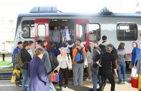 Mieszkańcy Kępic i okolic chcą pociągu do pracy.