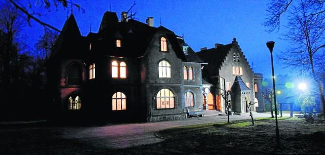 W dworze Łopuchinów, gdzie mieszkał mały Nikita mieści się dziś Dom Pomocy Społecznej. Podobno i tu pojawia się jego duch