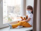 Samotność w pandemii przytłacza coraz więcej osób. Ale może być dla nas dobrą lekcją