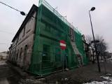 Łask. Ruszyła rewitalizacja kamienicy w centrum miasta. ZDJĘCIA
