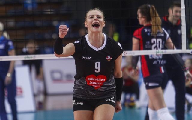 Utytułowana i doświadczona siatkarka. Sezon 2018-19 był jej ostatnim w profesjonalnej siatkówce. Przeniosła się do Warszawy, gdzie jest zawodniczką 3-ligowego Esperanto i trenerką młodzieży.