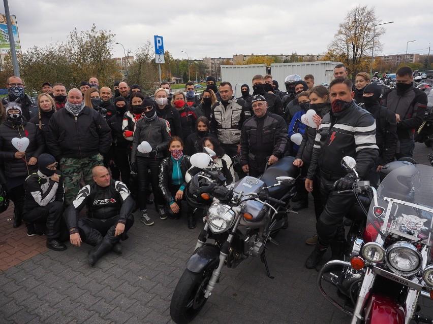 Czarny motospacer w Białymstoku. MotoLadies Team tak wspiera...