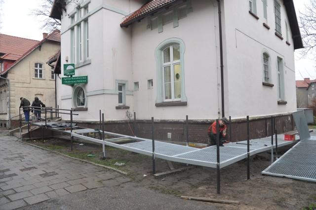 Tak wygląda podjazd do kamieniczki przy ulicy Limanowskiego