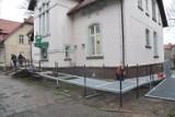 Kamieniczka w Szczecinku opleciona podjazdem