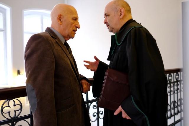 Adwokat Jan Kwietnicki, nowy dziekan ORA w Toruniu, z prof. Janem Kopcewiczem, byłym rektorem UMK.