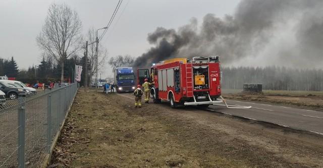 Siemiatycze. Pożar naczepy ciężarówki zablokował DK 19