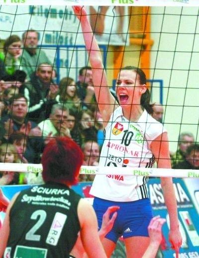 Po wygranej ze Stalą Mielec Dominika Koczorowska i jej koleżanki mogły odetchnąć. Spadek z Plus Ligi Kobiet już im nie grozi.
