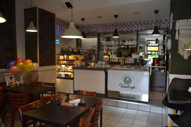 Bar kawowy Maleńki pozostaje na jaworznickim rynku. Kultowe miejsce nie zniknie z miasta. Zobacz kolejne zdjęcia. Przesuń zdjęcia w prawo - wciśnij strzałkę lub przycisk NASTĘPNE