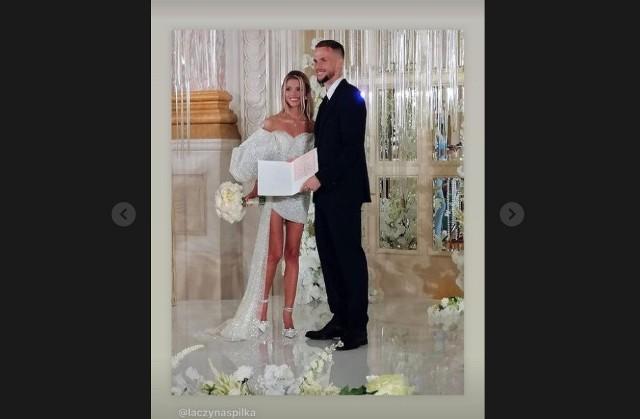 W weekend na ślubnym kobiercu stanął reprezentant Polski i piłkarz Dynama Kijów - Tomasz Kędziora. 27-latek poślubił piękną Ukrainkę, Wiktorię Stecyk, z którą był zaręczony od 1 stycznia. Uroczystość weselna odbyła się w Kijowie, w Fairmont Grand Hotel. Zobacz zdjęcia z wesela i samej wybranki Polaka!