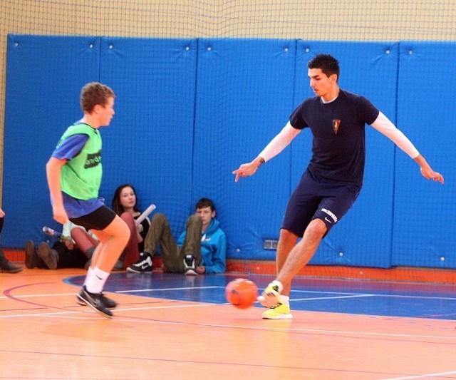 Po spotkaniu uczniowie zagrali sparing z Portowcami.