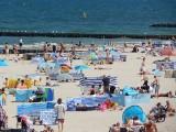 Zapełniona plaża turystami i słoneczna sobota w Ustce [ZDJĘCIA]
