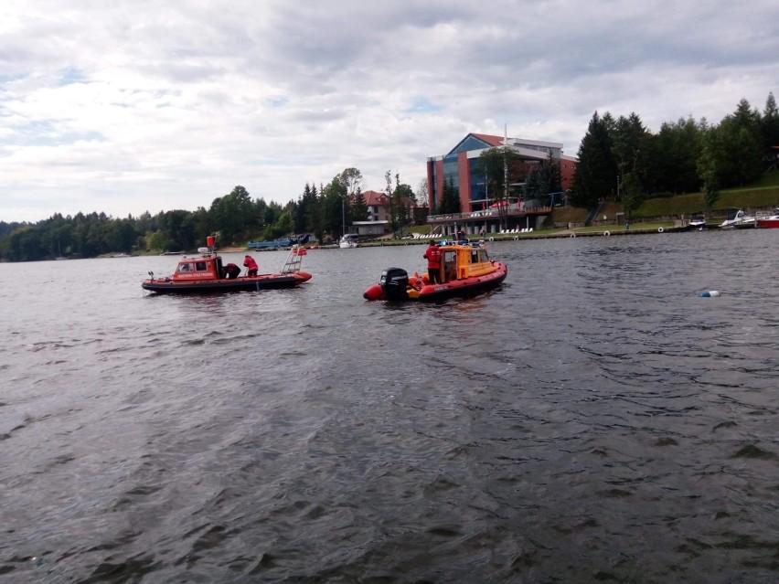 Jezioro Tałty. Ratownicy odnaleźli ciało 21-latka. Mężczyzna wypadł za burtę jachtu i zniknął pod wodą (zdjęcia)