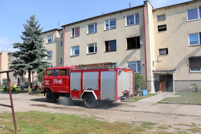 Strażacy uporali się z żywiołem i uratowali budynek.