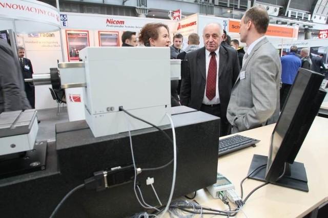 Targi zwiedzał między innymi Stanisław Adamczak, rektor Politechniki Świętokrzyskiej, który z zainteresowaniem oglądał najnowsze światowe technologie.