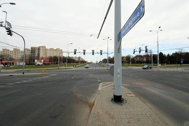 Po kilku stłuczkach i wypadkach miasto zdecydowało o włączeniu sygnalizacji świetlnej na skrzyżowaniu ulic Zelwerowicza i Choiny