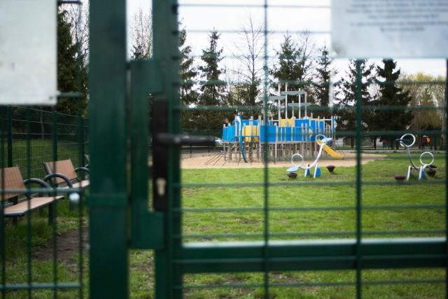 Plac zabaw pozostaje zamknięty dla uczniów spoza szkoły od jesieni ubiegłego roku.