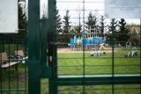 Plac zabaw przy SP 42 pozostaje zamknięty. Szkoła tłumaczy się względami bezpieczeństwa