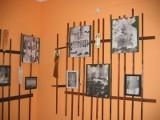 Leonarda Szubzda: Poetka wystawia prace plastyczne w bibliotece