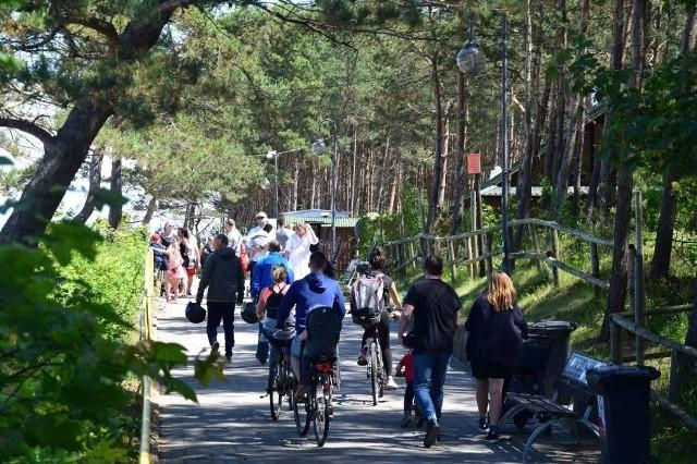 Tłumy spacerowiczów na Mierzei Wiślanej w niedzielę, 14 czerwca