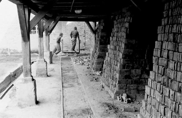 W starej lęborskiej cegielni, gdzie 45 lat temu szykowano partię glinianych cegieł do wypalenia