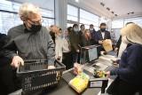 Sklep socjalny w Katowicach otwarty. Tanie zakupy za pół ceny mieszkańcy robią w Spichlerzu