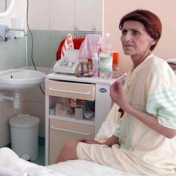 Pani Stanisława, ciężko chora pacjentka szpitala w Jarosławiu zostanie na oddziale. - To zasługa Nowin - mówi jej mąż Zbigniew.