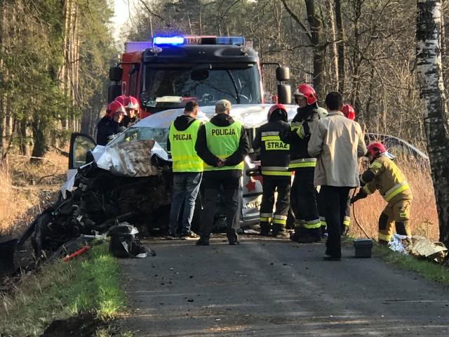 Wypadek w Suchym Borze. Nie żyje 46-letnia kobieta.