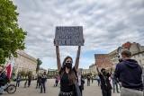 """Protest """"Dziś Tuleya, jutro Ty"""" w Poznaniu. Uczestnicy wstawili się za sędzią, który sprzeciwiał się rządowym reformom sądownictwa"""