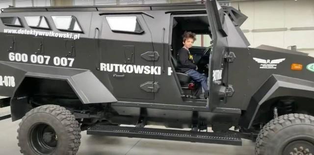 Detektyw Rutkowski kupił nowe auto! To samochód wojskowy TUR.