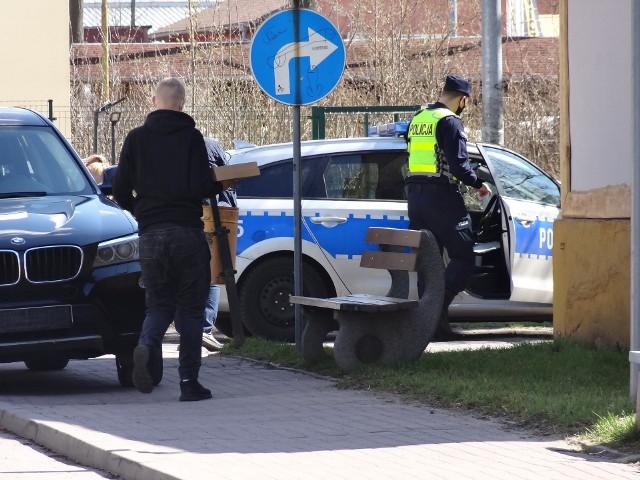 Kontrole policyjne trwają cały czas. Z reguły policjanci zatrzymują się pod marketami, ale także patrolują ulice.