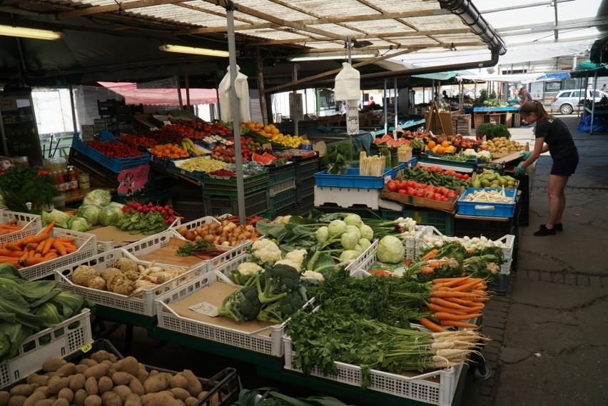 Sprawdziliśmy, jakie są ceny warzyw i owoców w Poznaniu....